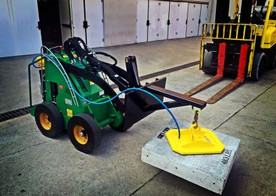 Vacuum Lift for Electric Walk-Behind Skidsteer